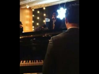 Park Hyung Sik singing at Kikyo wedding (Park Bo Geum playing the piano)