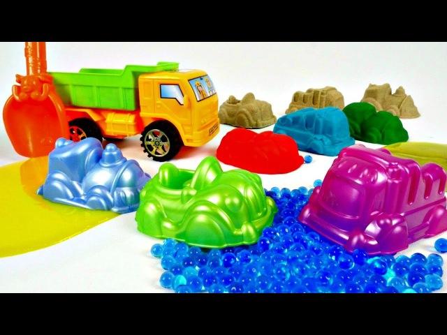 Vidéo pour enfants : jeux avec un Camion et des moules. Faisons des pâtés