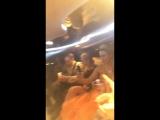 Arwen Gold пьёт шампанское в лимузине