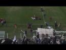 На футбольном матче в Аргентине болельщики сбили снимавший матч дрон рулоном туалетной бумаги