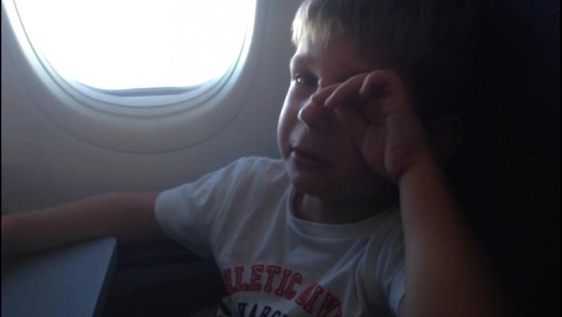 UTair Краснодар Москва отпуск дети Ютэйр не накормила маленького пассажира в самолете РЕБЕНОК РАССТРОИЛСЯ