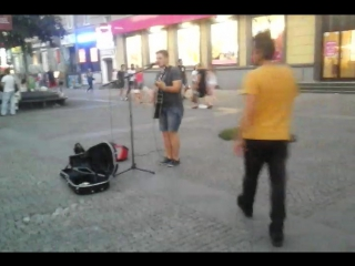 Парень, играющий на Европейке.2017.08.12*20:10:59. mp4