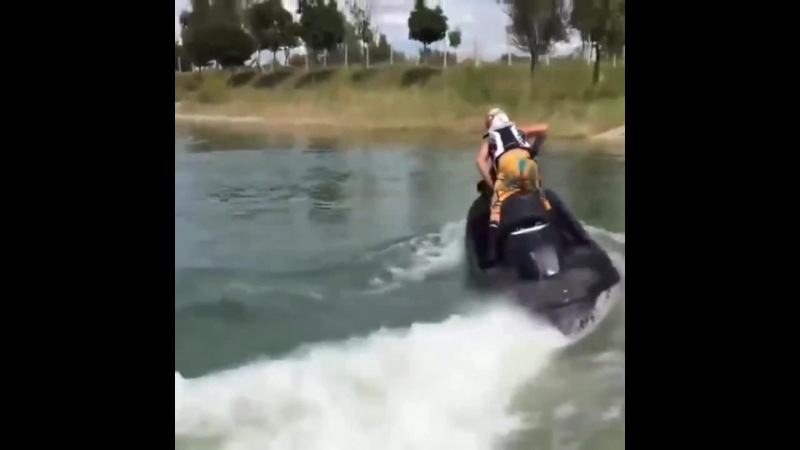 Jet ski with a Hayabusa Engine 1300cc coub