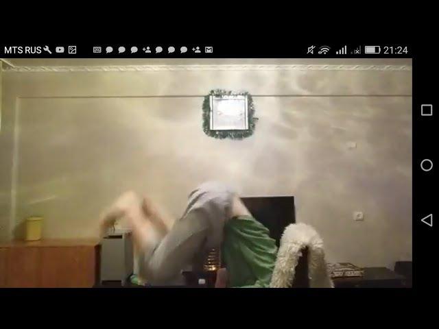 Тупой школьник громит свой дом и матерится !Уберите детей от экрана !