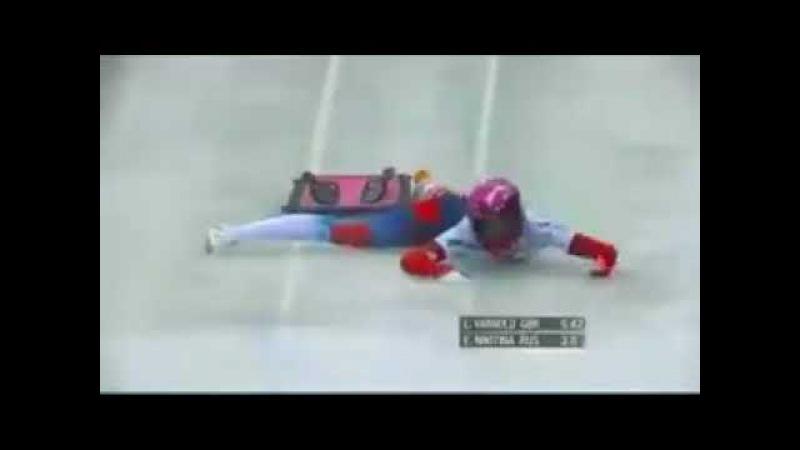 росс спортсменка н@ебнулась на фоне рекламы водки Зимняя дорога.….mp4