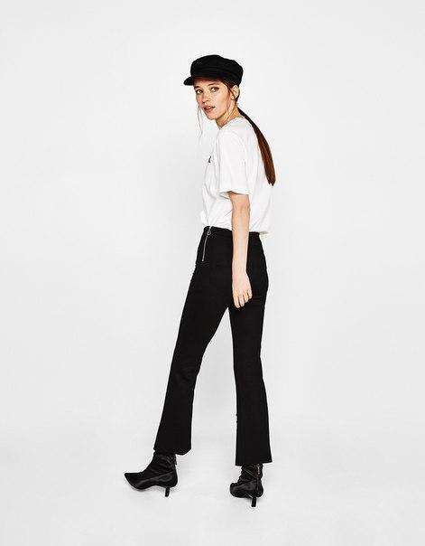 Укороченные расклешенные брюки с деталями в виде пирсинга