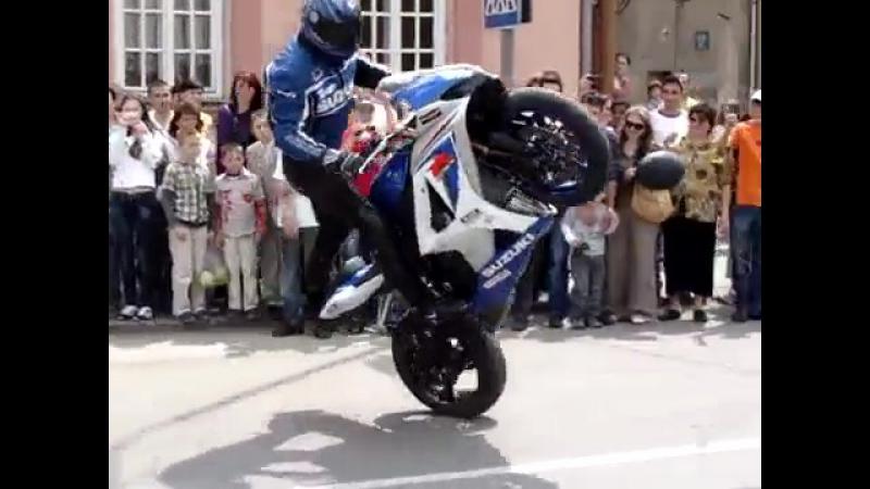 Мото трюки на Suzuki