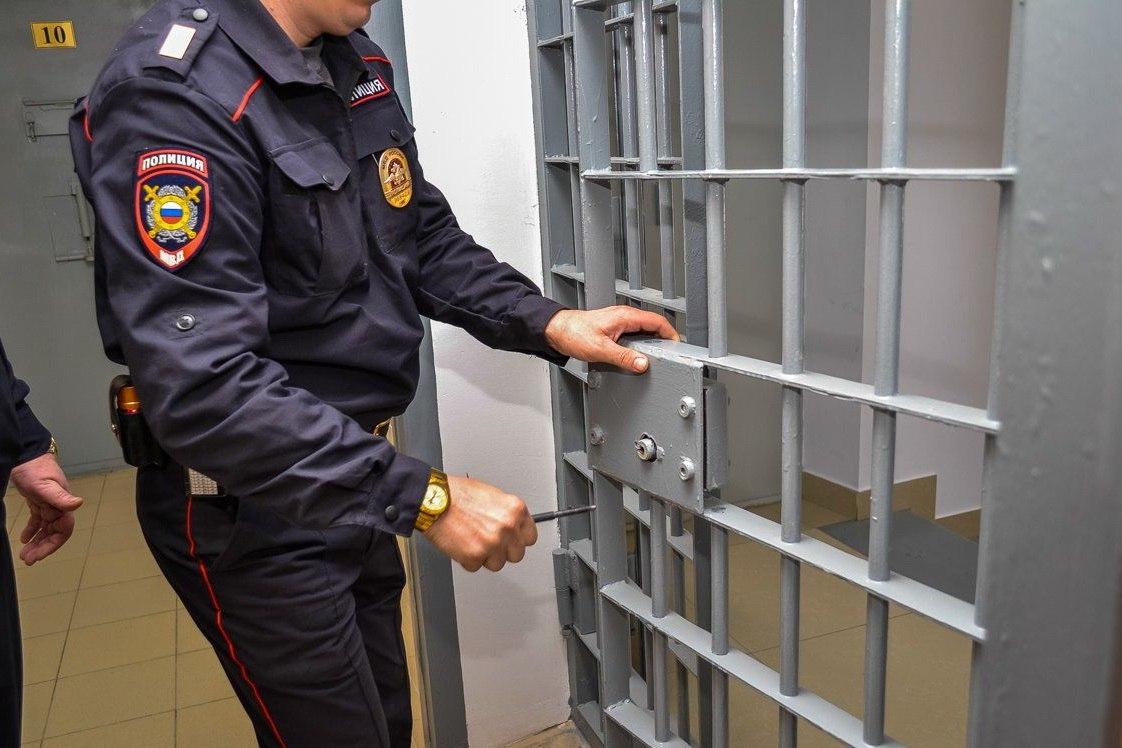 В Йошкар-Оле мужчина свел счеты с жизнью в отделении полиции.