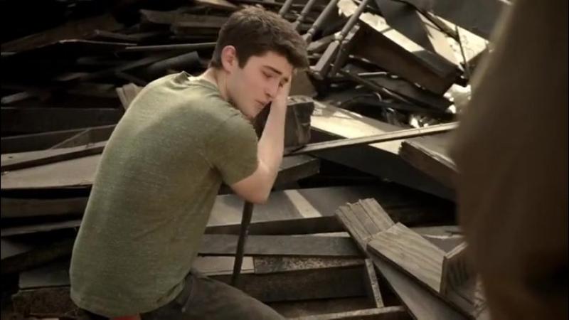 — Что случилось с моим домом? Где моя семья? Где моя мама? © Дерек  04х02 