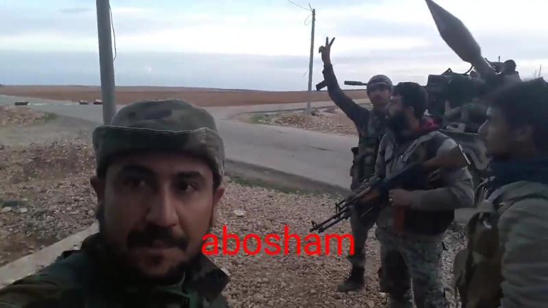 Cирийская армия к югу от аэродрома Абу эд-Духур