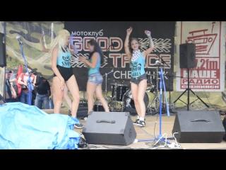 Танец от снежных девушек на мото фестиваре в Снежинске 07.17.
