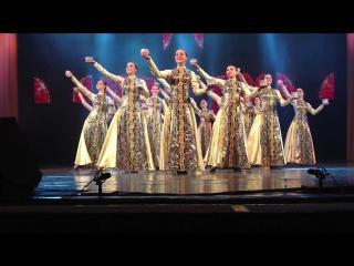 Концерт,Казань - уйгурский танец с пиалами.