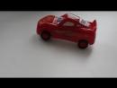Машинка с героем из мультика Тачки при врезании в препятствие разворачивается и едет дальше. Крутится, поёт песенку на русском