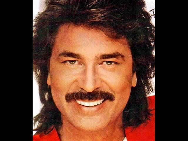Engelbert Humperdinck - There's a Kind of Hush All Over The Wor