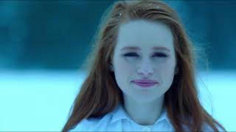 Ривердейл, Шерил провалилась под воду. Riverdale, Cheryl fell under the water.