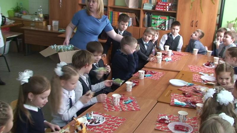 Поздравляем детей с 8 Марта и 23 февраля чаепитие 2018