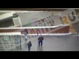 Видео наезда автобуса на людей в подземном переходе в Москве метро Славянский бульвар