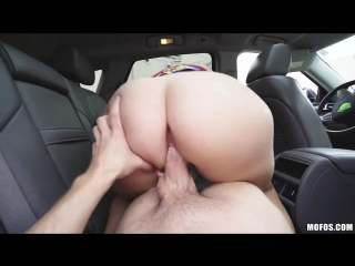 Порно в машине с мамкой