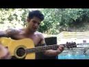 Тайлер Поузи поёт песню которую сочиняет на данный момент