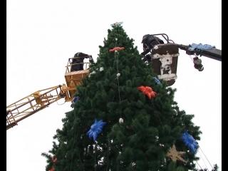 Главная елка города наряжена