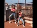 Мама и дочка очень круто танцуют