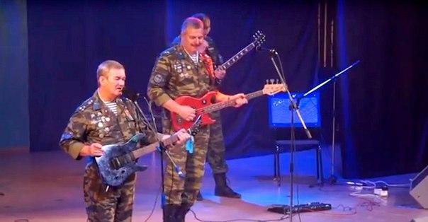 В Усть-Илимске выступила легендарная группа «Голубые береты»