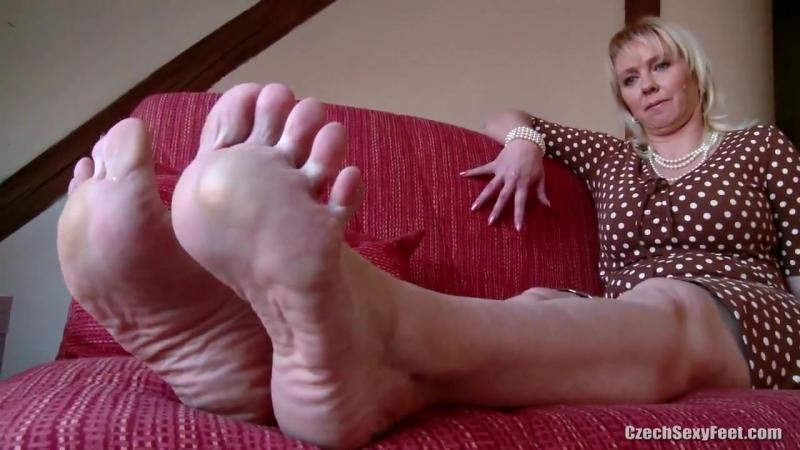 Jelena Big And Huge Feet Shows Tickled