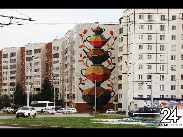 Город в стиле стрит-арт: Альметьевск покрыли черно-золотые граффити