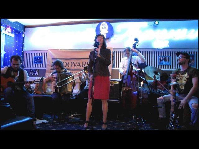 Эрсон Tourner dans le vide(cover Indila). Звуки улиц Питера. Концерт 16.11.17