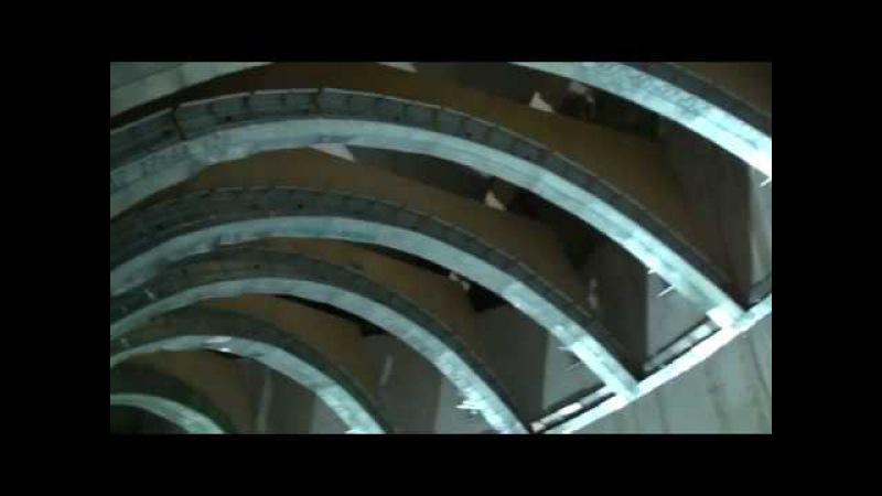 Каркас винтовых потолков на винтовой лестнице в доме моего друга