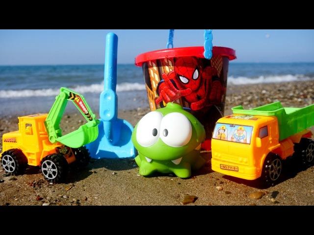 Приключения Ам Няма на пляже. Машинки строят бассейн.