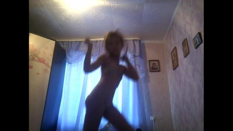Танцую песню Настя в купальнике Я сама в купальнике Ухты