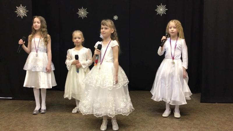 Горлова Милена, 7 лет - Серебристые снежинки