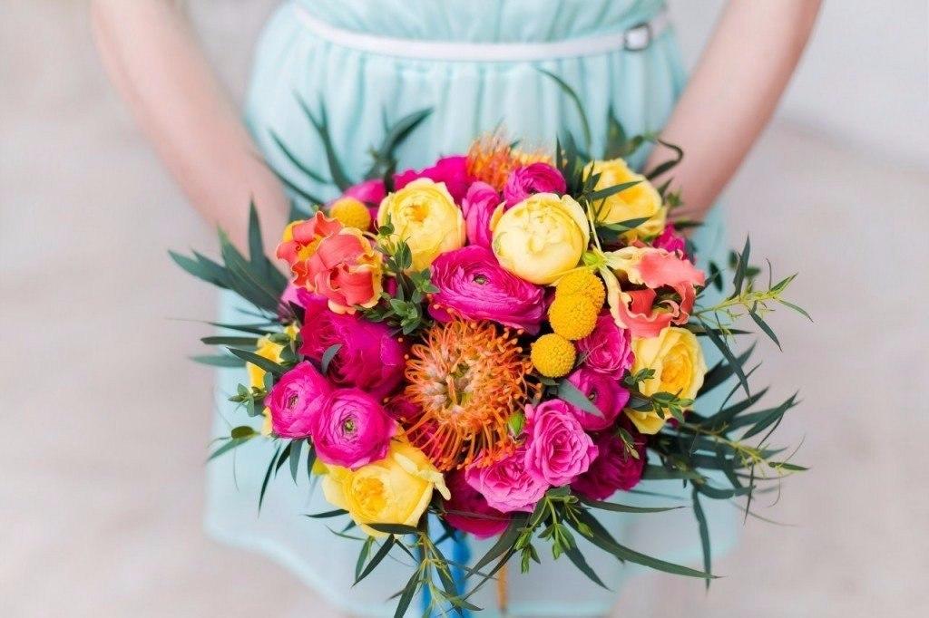 Современные альтернативы бросанию букета на свадьбе