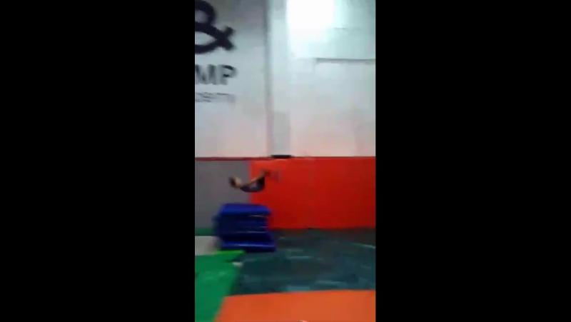 Даниил.Полежаев. Сальто вперёд instagram coach_Khrapov Стойкинаруках PartnerStunts handtohand trampoline tambling ha