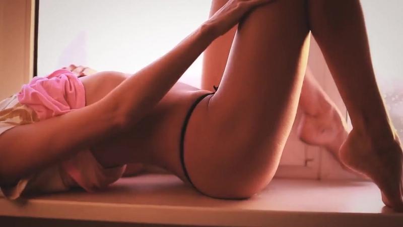 Шикарная нежная молодая блондинка и ее горячая попка (эротика, молоденькие, студентки, красивая, попака, спортивная, стройная)