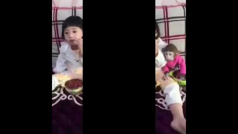 Девочка с обезьянкой
