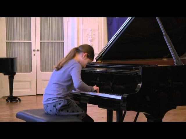 J. S. Bach: Menuet in g minor, BWV 842 - Marija Mikovic