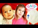 Baby Zara Элис делает слепок ножки Зары