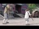 Ребёнок учит Джеки Чана технике Шаолинь