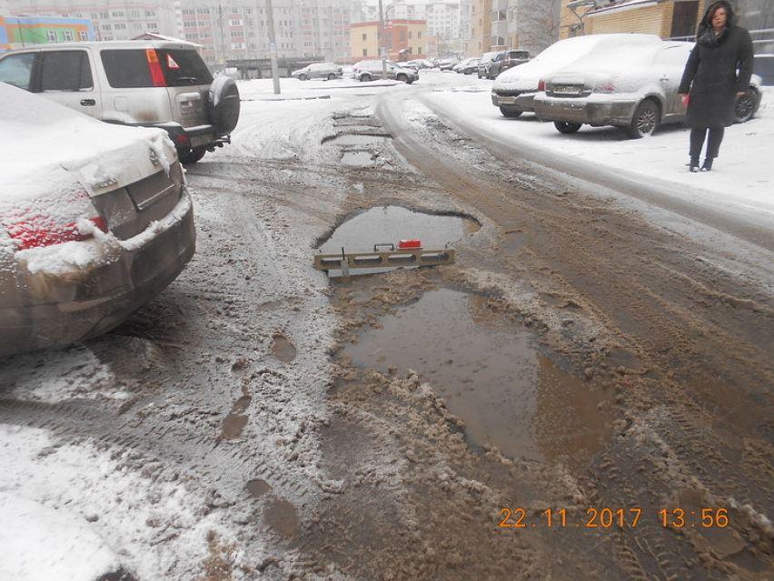 Прокуратура через суд требует отремонтировать дорогу в микрорайоне Сокол
