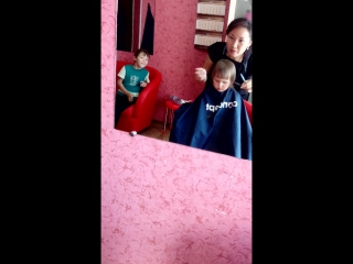 Уличка в парикмахерскую посетила