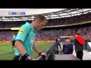 Рефери не назначил пенальти, но, посмотрев повтор, назначил и отменил гол в другие ворота