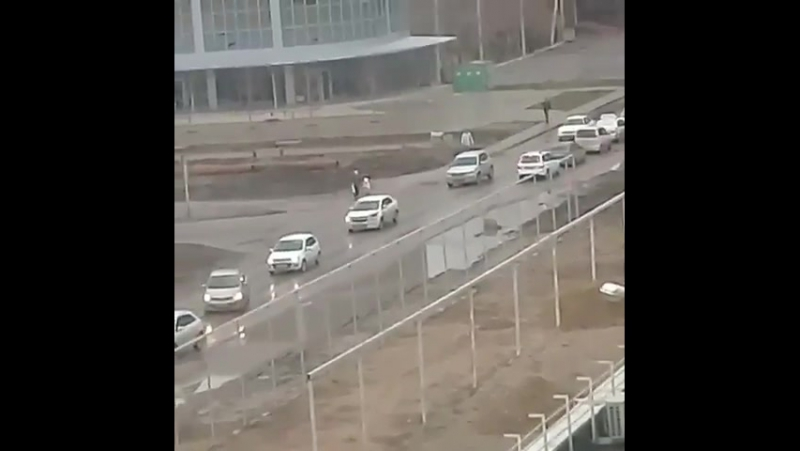 Транслирует stanislava_sergeevna «Пьяный идиот разгромил несколько машин и создал пробку. Сейчас приехала скорая».⠀