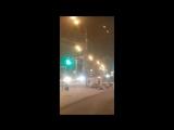 Трое мужчин и девушка устроили танец голышом возле ТЦ в Южно-Сахалинске