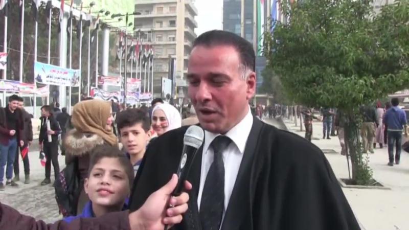 Des milliers de personnes envahissent les rues d'Alep pour célébrer l'anniversaire de la libération de la ville