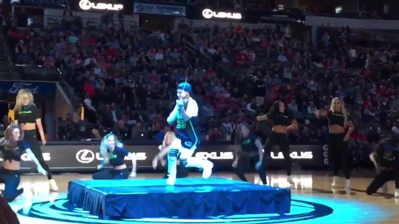 VIDEO Выступление группы поддержки баскетбольной команды Dallas Mavericks