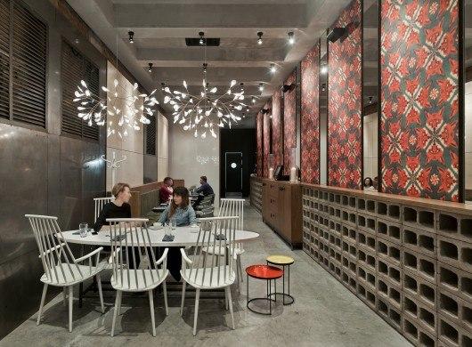 Holy Fox Café / Mikhail Kozlov