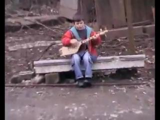 გურული ქორეოგრაფი ბაღანე ^_^ ასრულებს თვითონ სიმღერებს და აცეკვებს სხვებს :D პ.ს თემურიკამ უურია დუურია რაცხა