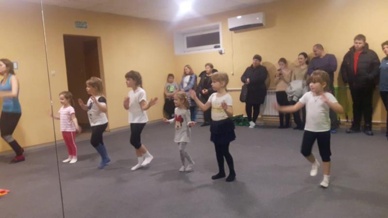 Детские танцы Праздник мам Танец Круче всех АМАЗОНКА фитнес зал